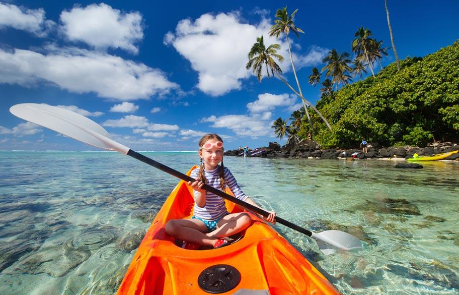 Cook Islands Mädchen Kanu