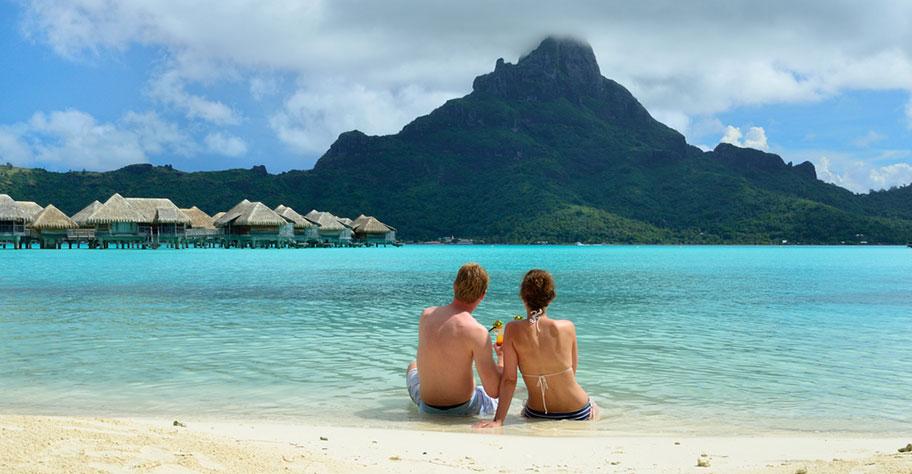 Honeymoon Paar auf Französisch Polynesien