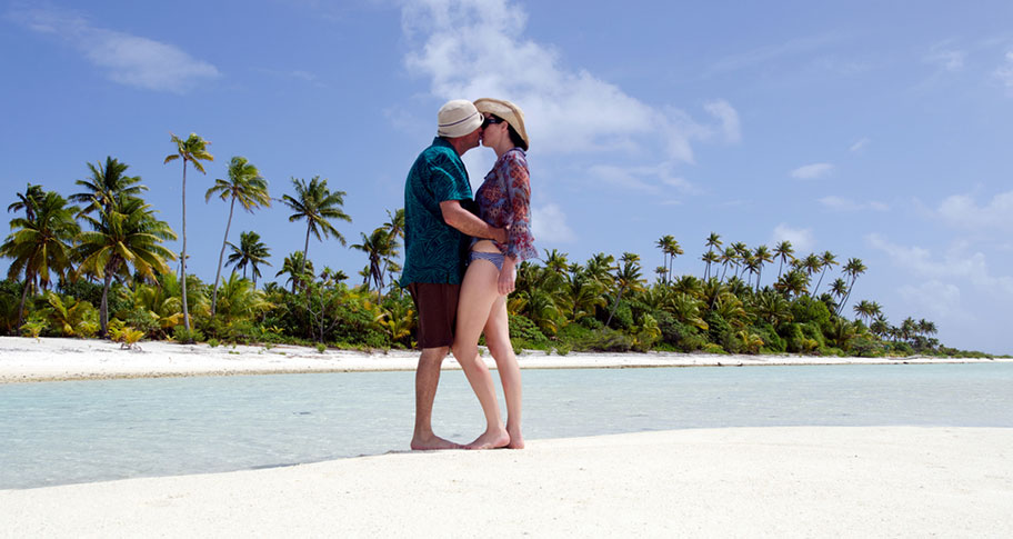 Honeymoon Paar Cook Island Strand