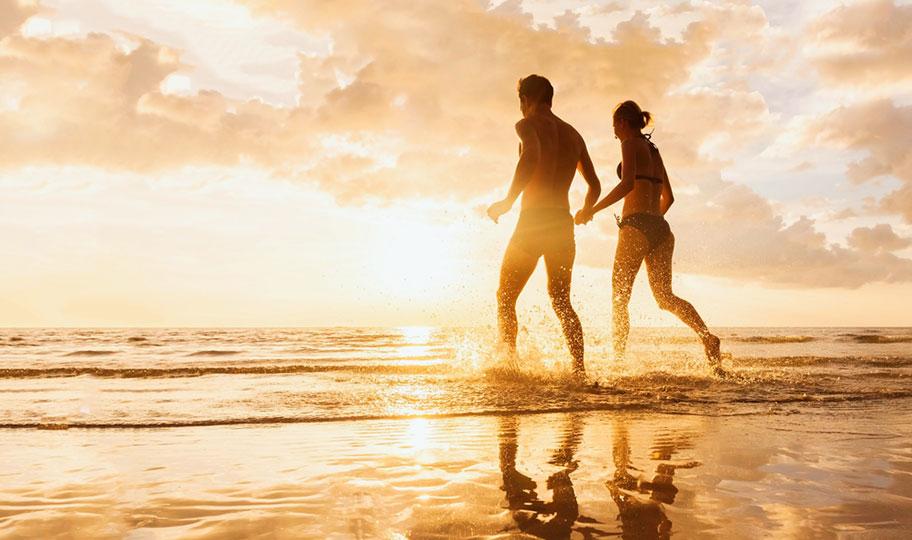 Honeymoon Paar Strand Tonga Sonnenuntergang