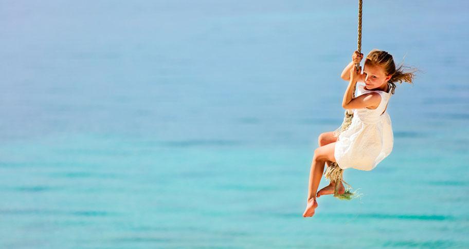 Mädchen Schaukel Cook Island Strand