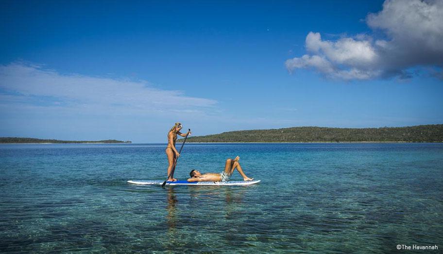 Vanuatu Hochzeitsreisen Paar Surfboard Meer